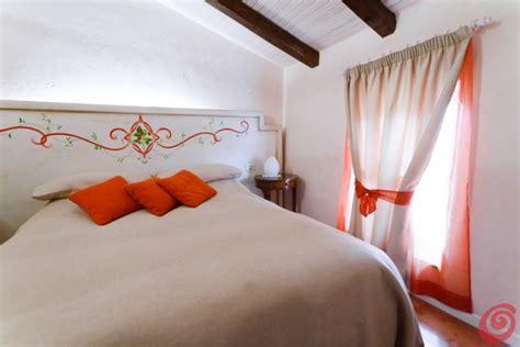 stanze da letto rustiche cheap da letto rustica arancio with camere da letto