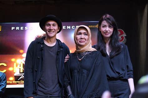 film indonesia chrisye film chrisye takkan tonjolkan kemiripan fisik