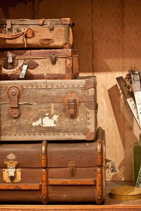 Vintage Suitcase Decor by 17 Best Images About Vintage Suitcase On Vintage Suitcase Decor Suitcase Table And