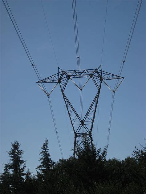 traliccio alta tensione traliccio ad alta tensione pilone elettrico