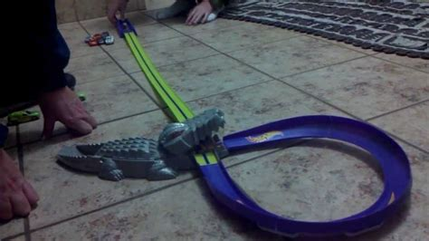 Hotwheels Crocodile Crunch Spesial wheels pista croc crunch