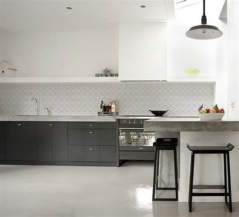 grey wallpaper kitchen meer inspiratie kitchenwalls keukenbehang