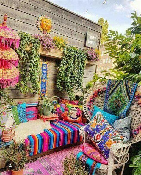 eclectic bohemian gardens  outdoor decorating ideas