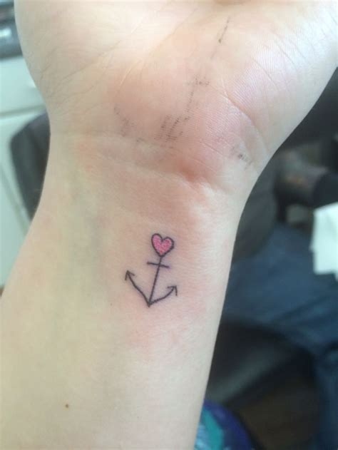 small anchor wrist tattoo tattoo pinterest tatueringar