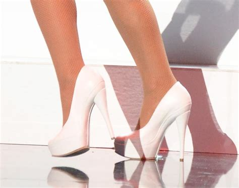 grande shoes grande at the 2015 american awards and nicki