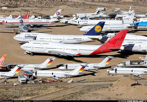 this boeing 747 is being boeing 747 438 untitled aviation photo 2755201