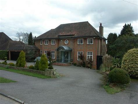 rightmove 4 bedroom house 4 bedroom house to rent in astons road moor park northwood