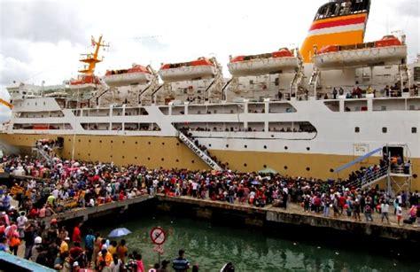 Pelumas Kapal 1000 Lebih Wisatawan Naik Km Kelimutu Ke Karimunjawa