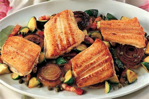 cucinare le sogliole ricetta tranci di sogliola con cipolle e zucchine la