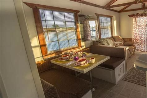 Bor Simply Living board this gorgeous houseboat and see its simply fantastic living room