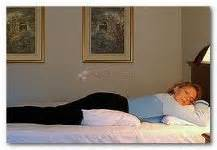 mal di schiena dormire senza cuscino lombalgia previeni e calma il mal di schiena con il
