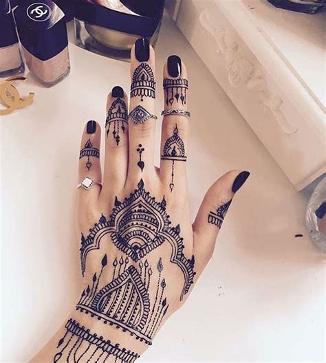 black henna tattoo on hand 25 best ideas about black henna on henna