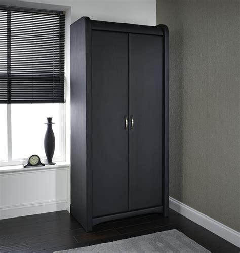 schwarzer kleiderschrank verleiht dem schlafzimmer eine - Schwarzer Kleiderschrank