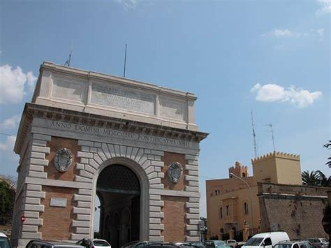 largo di porta san pancrazio porta san pancrazio roma visit italy