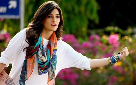 full hd video of dilwale kriti sanon in dilwale wallpapers hd wallpapers id 16161