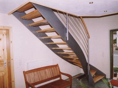 Fliesen Für Stufen by Halbgewendelt Dekor Treppe