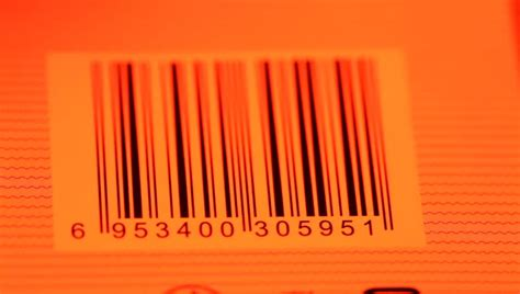 Label Barcode 32 X 18 Black 3 Line 1 Isi 5000 Pcs reading a barcode with a handhelp reader gun on the rear