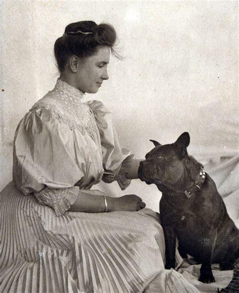 Helen Keller With A Dog Description Portrait Of Helen Helen Keller Coloring Page For