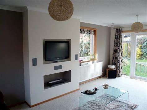 Room Design Builder insert plasa tv into a chimney breast plastering job in