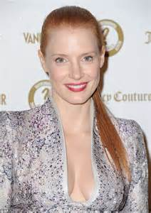 Online Vanities Jessica Chastain Goes Braless In Plunging Mcqueen At