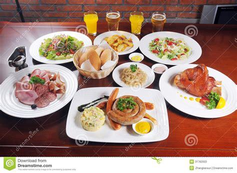 cuisine int馮r馥 allemande nourriture allemande de saucisse photos stock image