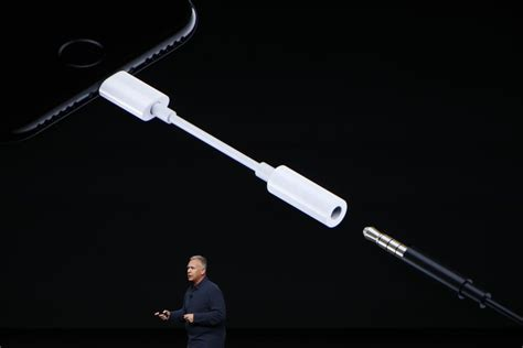 Iphone Dongle Apple S 2018 Iphones Are Rumored To Not Include Headphone Dongle In The Box The Verge