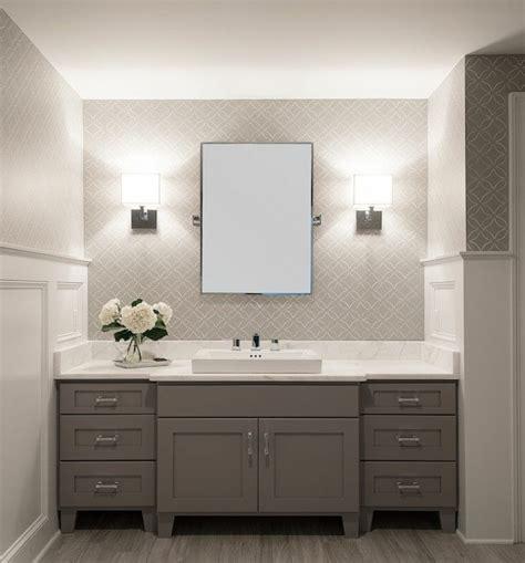tapete in den badezimmerideen tapete in grau stilvolle vorschl 228 ge f 252 r wandgestaltung