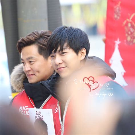 lee seung gi charity lee seung gi big issue vendor selling volunteer dec 8