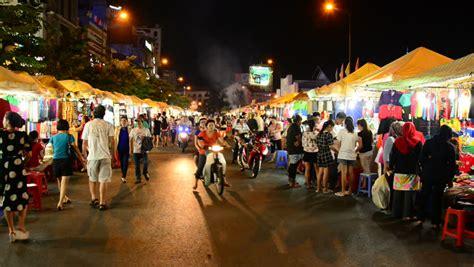 malam di pasar ben thanh ho chi minh ho chi minh city saigon vietnam circa august 2014