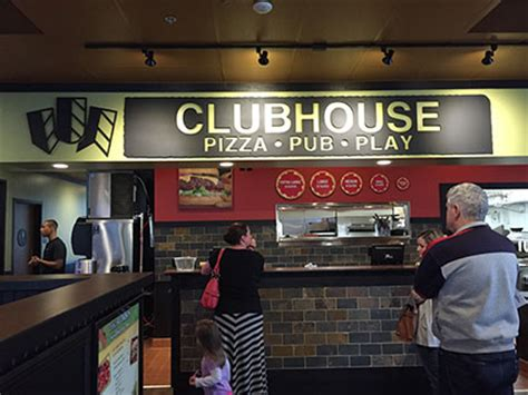 the flash table clubhouse not your classic pizzeria