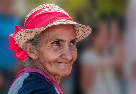 old ladies file old lady in patar beach margarita jpg wikimedia