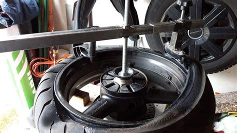 Motorradreifen Auswuchten by Reifen Abziehen 4 Motorradreifen Selbst Montieren Und
