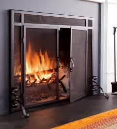 Choosing fireplace doors/screen