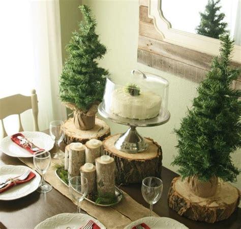 tischschmuck winter winter deko tisch naturmaterialien holzscheiben home