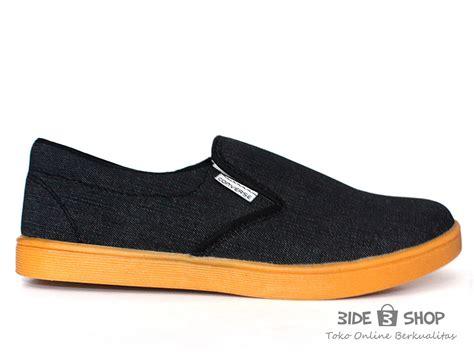 jual sepatu casual pria slip on hitam converse levis murah bide shop
