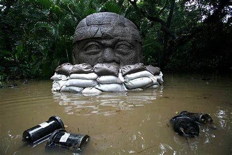 imagenes olmecas de tabasco foto 011107 cabeza olmeca parapetada inundaciones en