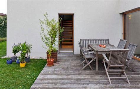 Kursi Kayu Teras desain teras belakang rumah terbaik untuk hunian minimalis