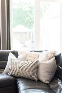 How To Choose Pillows For Sofa Best 25 Sofa Pillows Ideas On Pillow Arrangement Living Room Pillows And