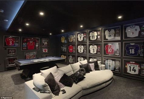 jersey room phil neville puts cheshire mansion up for sale after valencia move daily mail