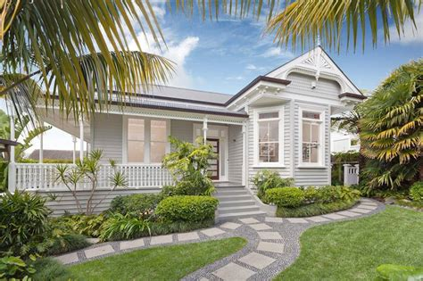 white weatherboard house 1000 images about exterior on queenslander
