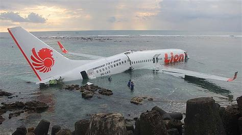 sink or swim after crash landing in the hudson books passenger plane crashes into sea