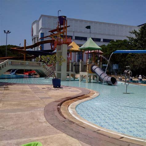 Shoo Kuda Di Carrefour citra garden waterpark wisata medan