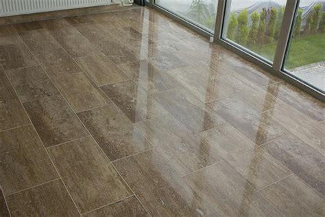 Travertine Tile Flooring by Travertine Tile Puts The Quot Tile Quot In Versatile