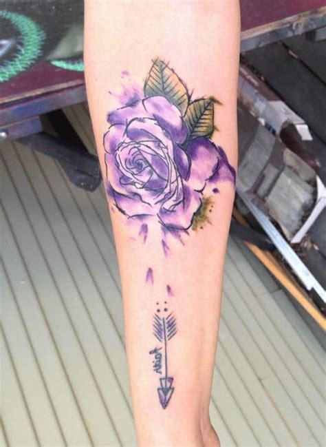 ideas de tatuajes de rosas super bonitos  fuerte