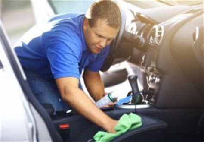 wasserflecken aus sofa entfernen wasserflecken auf dem autositz 187 so entfernen sie sie