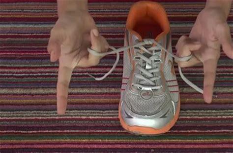 tutorial menalikan tali sepatu welison s cara mengikat tali sepatu dengan cepat mudah