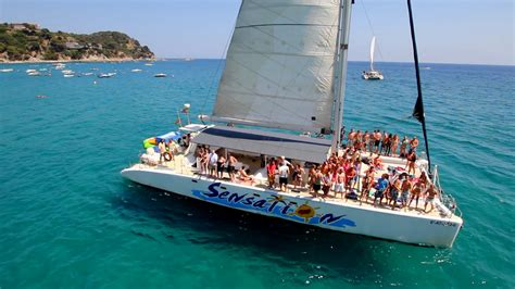 party boat rental barcelona catamaran rental in port olimpic barcelona for big groups