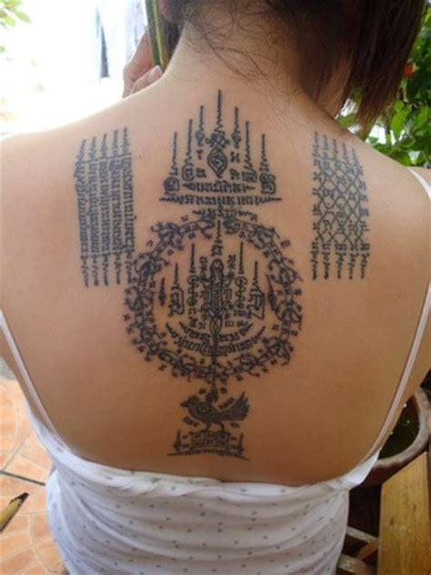sak yant tattoo angelina jolie woman thai thai tattoo sak yant pinterest