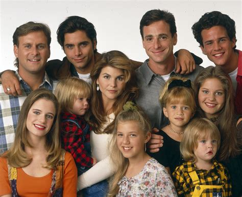 the cast of full house lori loughlin shares a surprising behind the scenes fuller house season 2 teaser see the pic