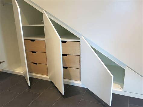 kleiderschrank unter treppe einbauschrank f 252 r eine dachschr 228 ge oder unter der treppe